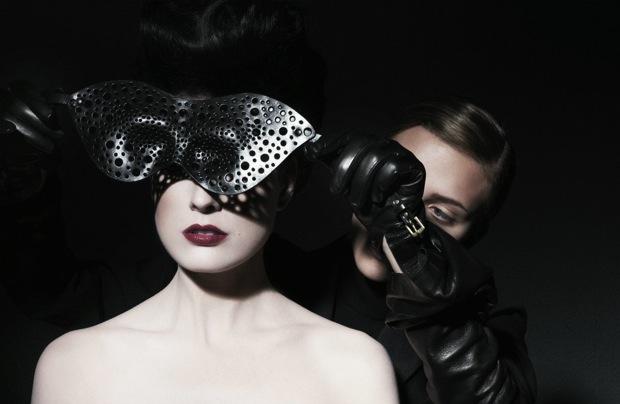 Dita Von Teese and Scarlett Johansson_1